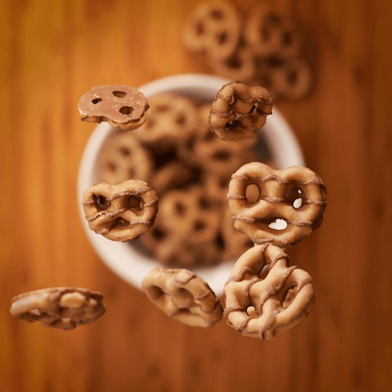 Reeses-dipped-pretzels-shot-800×800 (1)